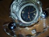 Старинные настольные часы с подставкой